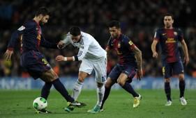 Mesut Ozil, Gerard Pique - Barcelona v Real Madrid - Clasico