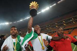 Victor Moses lifts Afcon trophy