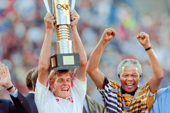 South African President Nelson Mandela (R) celebrates with the national squad captain Neil Tovey