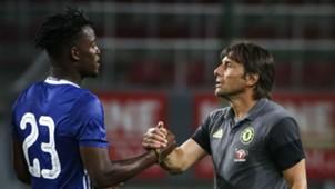 Michy Batshuayi & Antonio Conte Chelsea