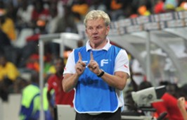 Paul Put organises his team - Burkina Faso