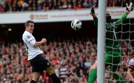 EPL - Arsenal vs Manchester United, Robin van Persie & Wojciech Szczesny