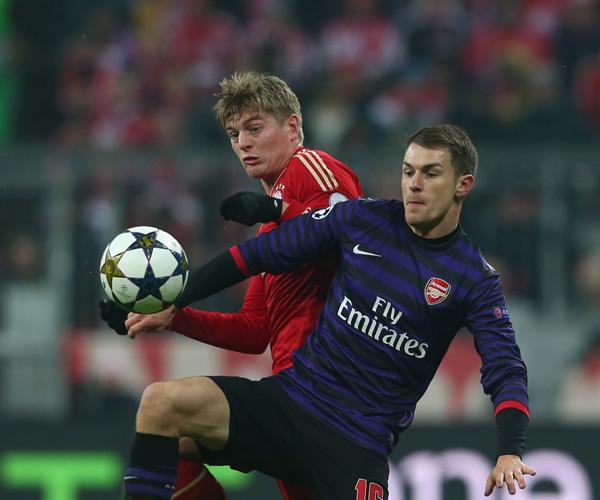 FC Bayern Muenchen v Arsenal FC - UEFA Champions, Toni Kroos; Aaron Ramsey