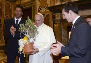 Papa Francesco with Buffon and Messi