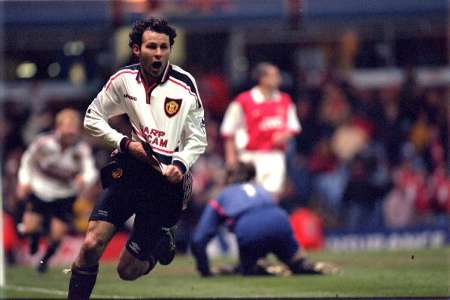 Giggs celebrates at Manchester United v Arsenal, FA Cup 1999