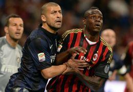 Mario Balotelli e Walter Samuel in Milan-Inter