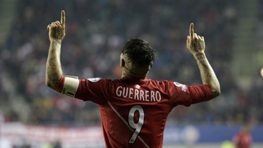 Paolo Guerrero Perú v Bolivia Copa América 2506 2015
