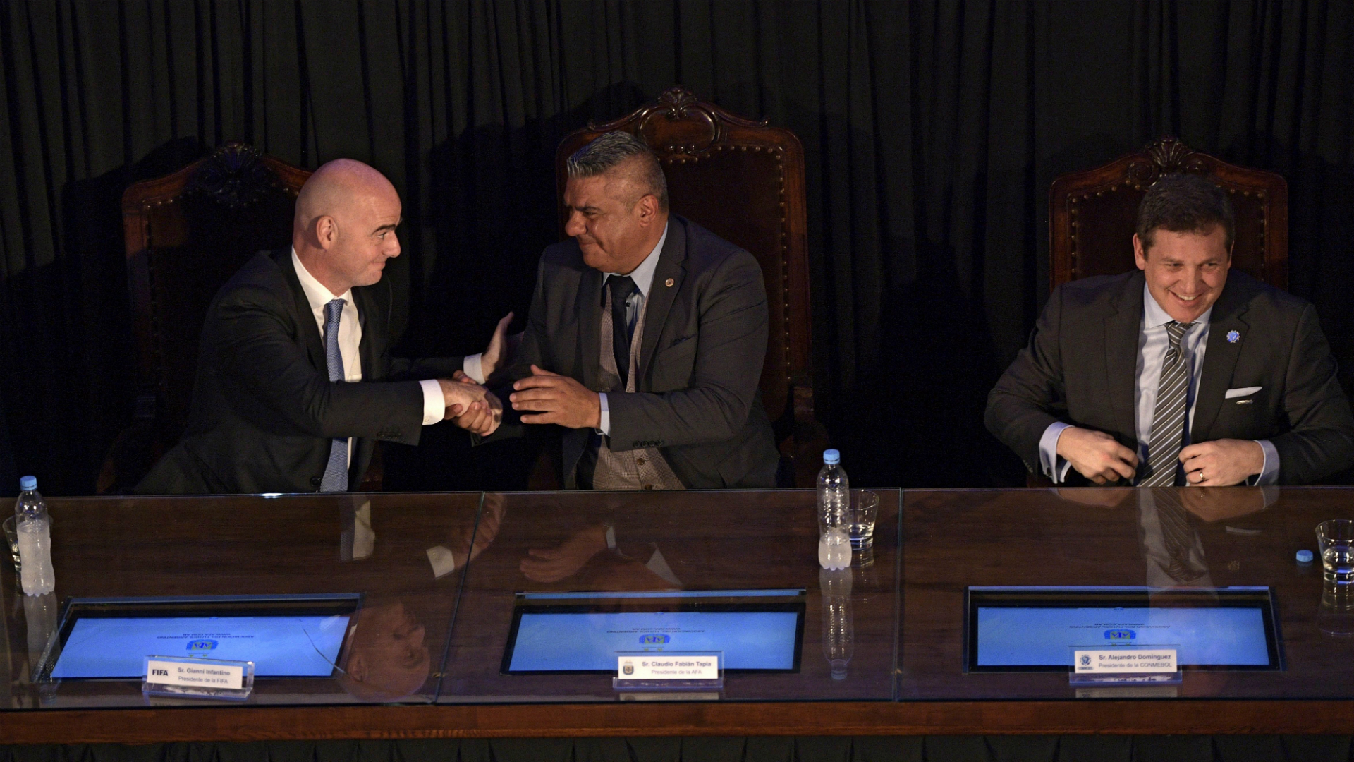 Polémica visita del presidente de la FIFA a dirigentes argentinos