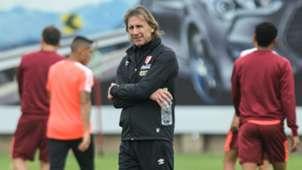 Ricardo Gareca Perú training 08102016