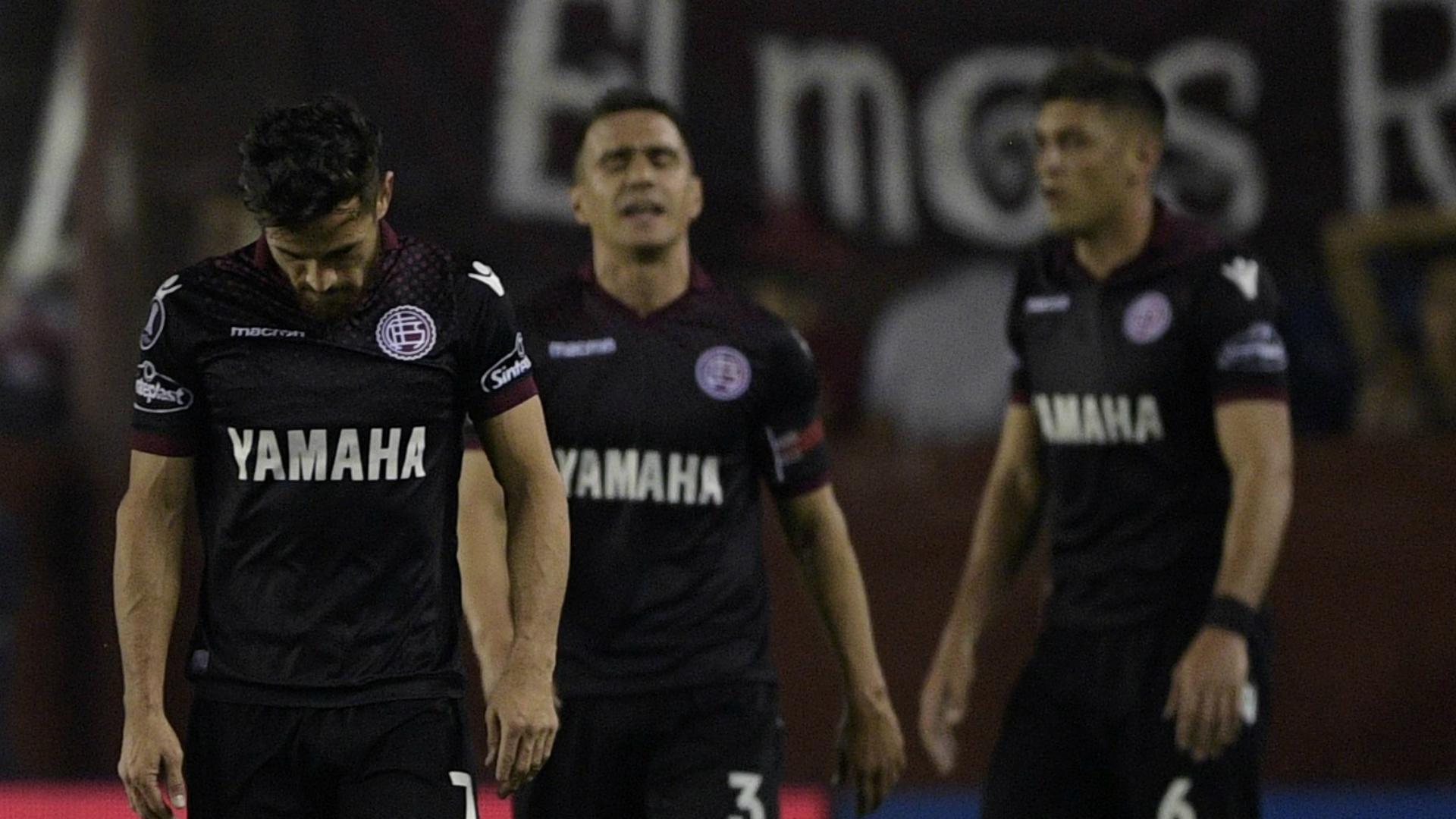 Derrota por goleada con Chacarita — Lanús se hunde
