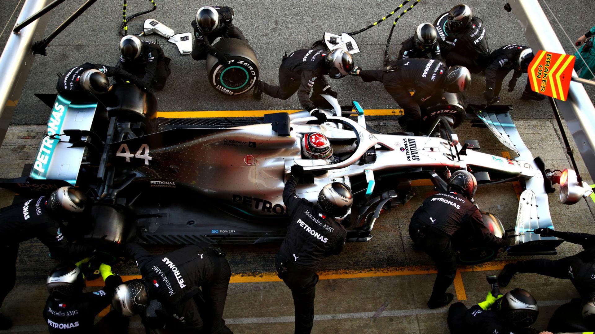 Mercedes F1 Pit Ekibi Barcelona