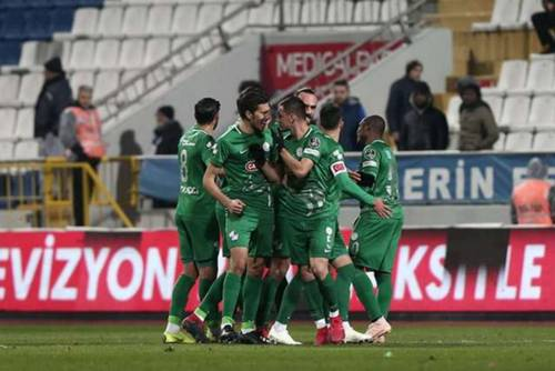 kasimpasa-rizespor-goal-celebration-turkish-super-league-012119_u0e37h3f254s11r5ciq4uqfz9