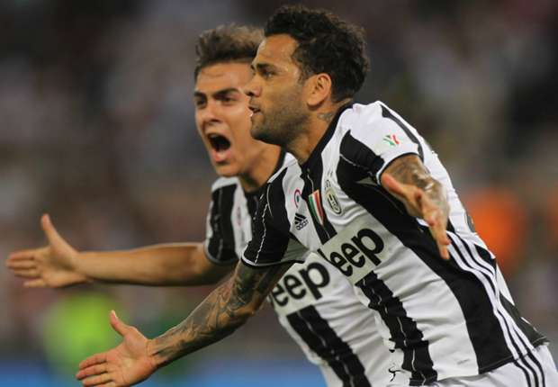 Dani Alves celebrates with Paulo Dybala in the Coppa Italia final