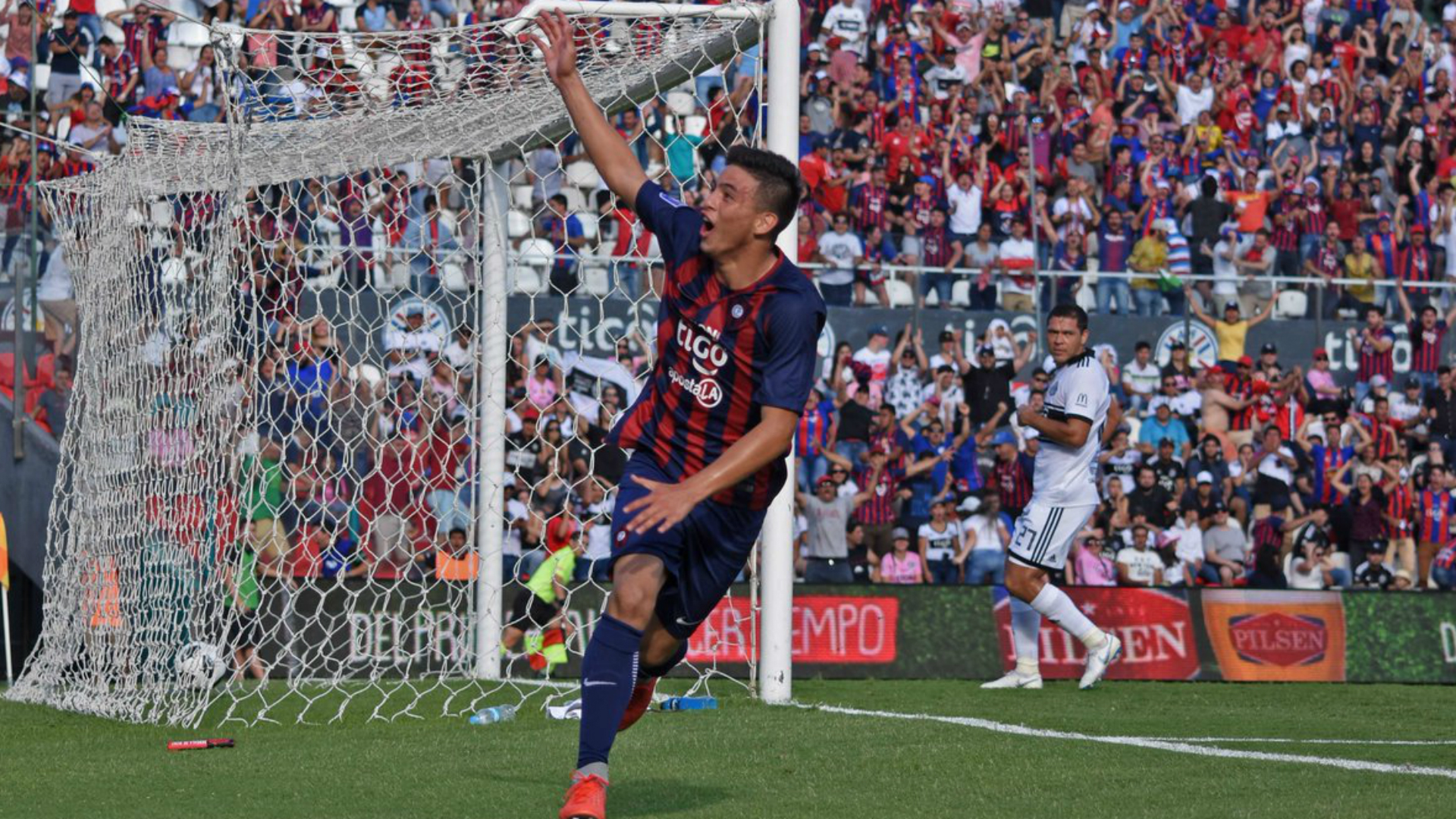 Cerro Portenos 14-year-old striker Ovelar skor derby