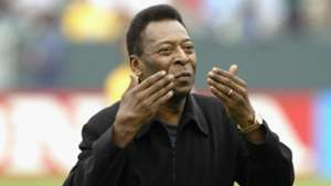 Pele 'back on the field' after short hospital stay in Paris