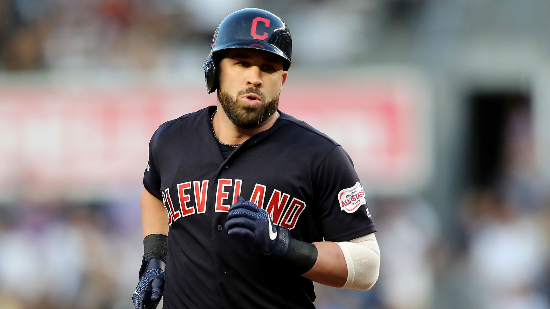 Indians' Jason Kipnis meets baby of couple he helped with gender reveal