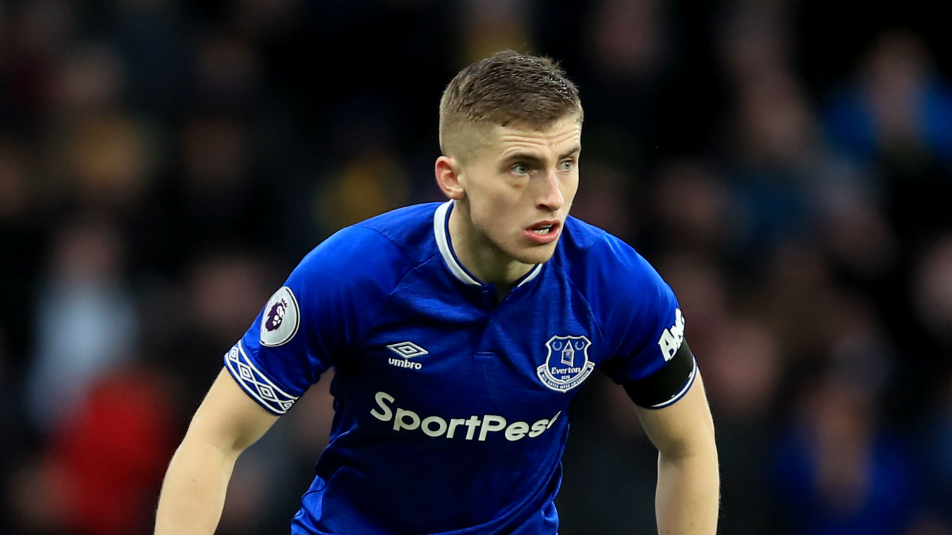 Everton defender Jonjoe Kenny joins Schalke on loan deal