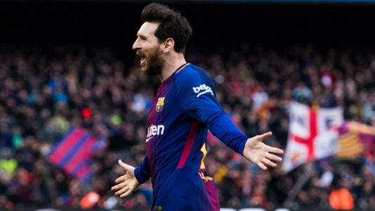 Messi applauded upon return to Barca training after birth of son
