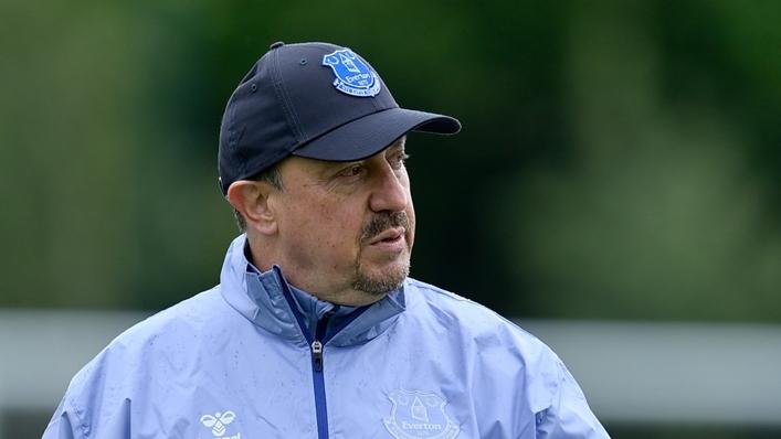 Rafael Benitez in Everton training