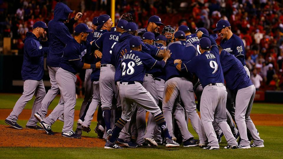 MLB wrap: Brewers, Cubs clinch playoff spots in crowded NL wild-card race