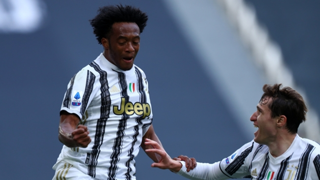 Juan Cuadrado celebrates his first goal in Juventus' 3-2 win over Inter