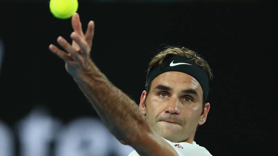 Australian Open 2018: Roger Federer marches on, Novak Djokovic beats the heat