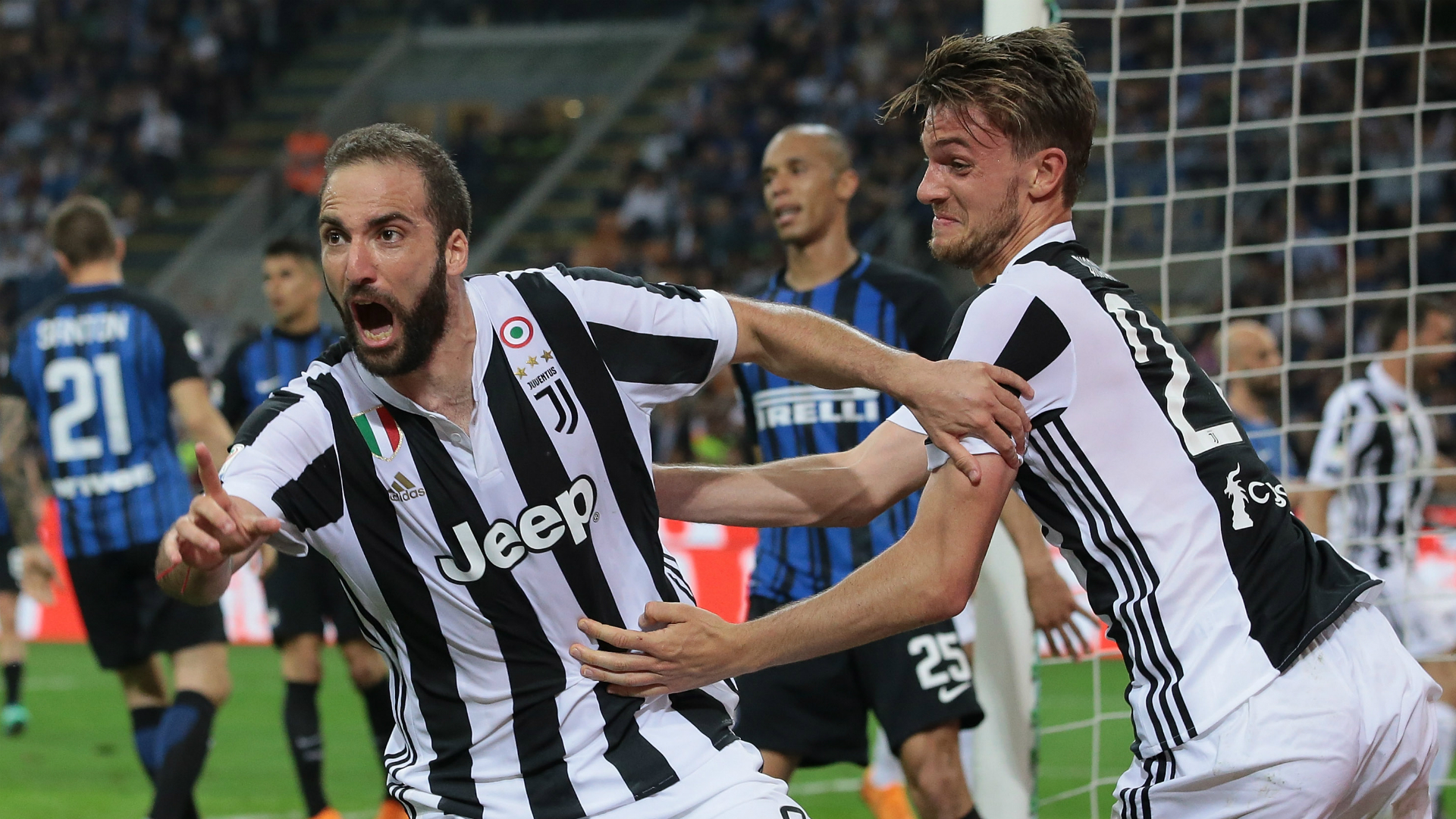 Juve score twice in last five minutes to sink 10-man Inter