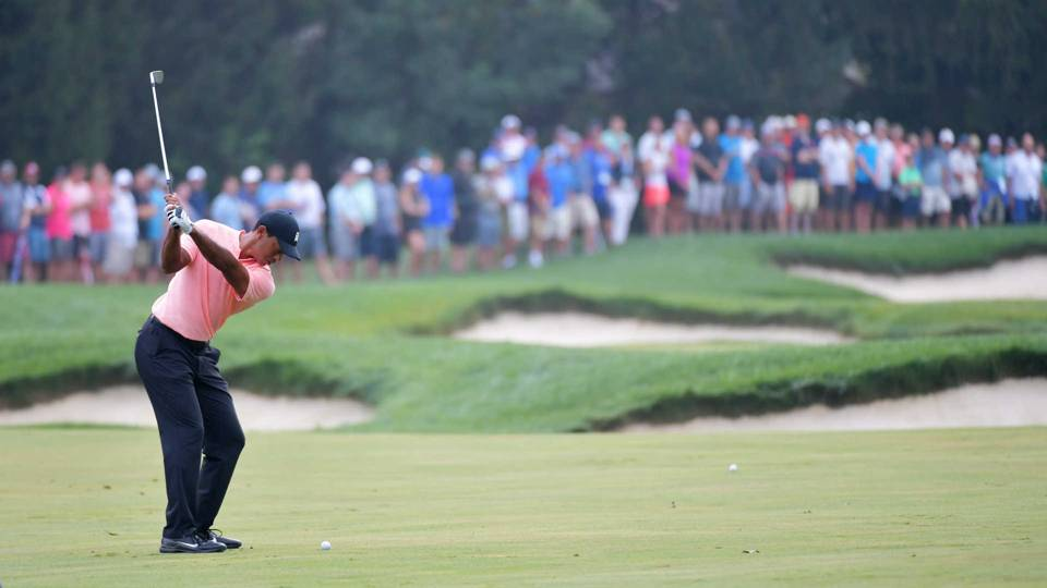 Tiger Woods, Rory McIlroy fall out of lead at BMW Championship