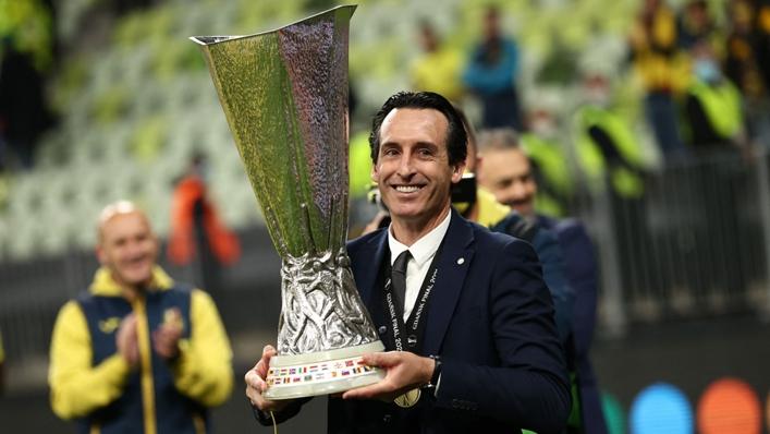 Villarreal head coach Unai Emery holds the Europa League trophy