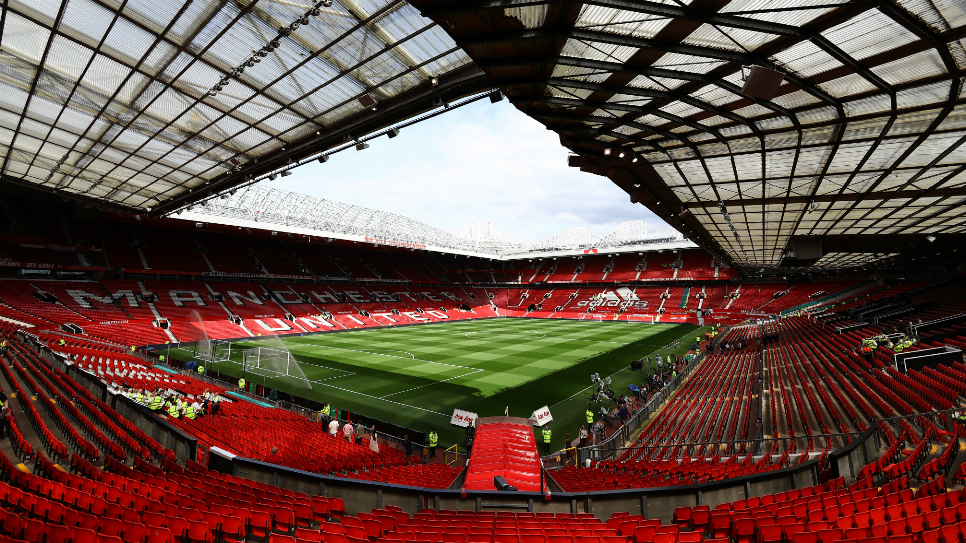 Manchester United announce quarterly revenues of £141m freeing up money for transfers