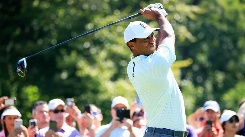 Tiger Woods rides first-nine 29 to early BMW Championship lead