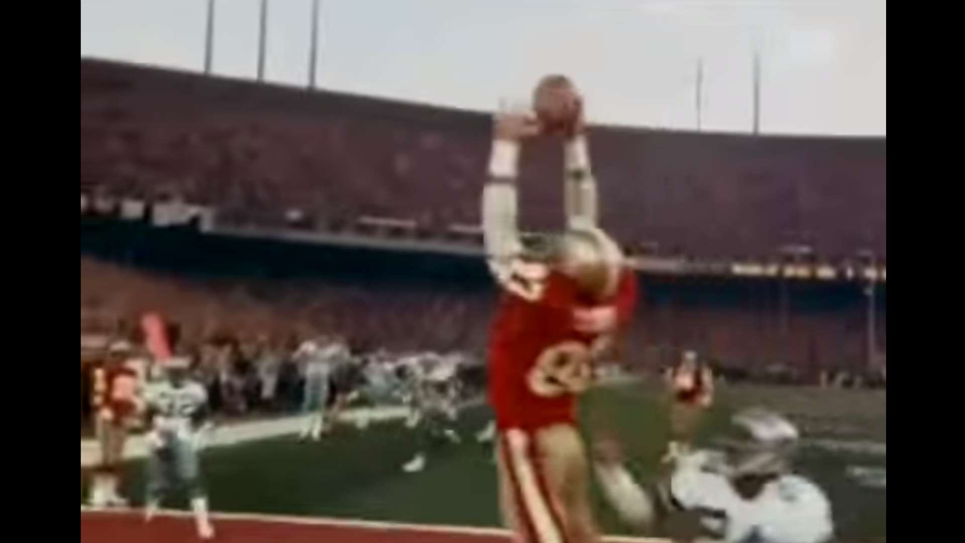 e01bb54fddb 49ers  Dwight Clark autographs footballs in the most amazing way possible