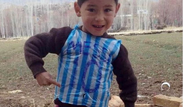 detailed look 14fc5 33cb7 Lionel Messi to meet Afghan boy who made awesome jersey ...