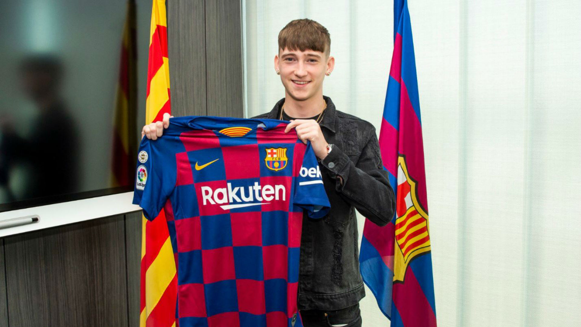 Barcelona beat PSG to sign 16-year-old English striker Louie Barry