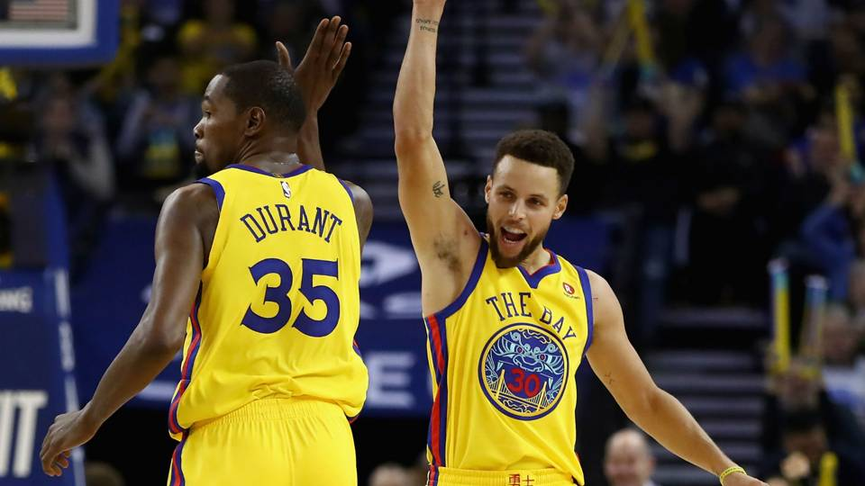 NBA wrap: Stephen Curry, Kevin Durant help Warriors dominate Thunder