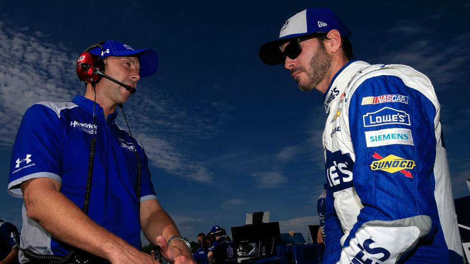 Chad Knaus signs 2-year extension to remain Jimmie Johnson's crew chief