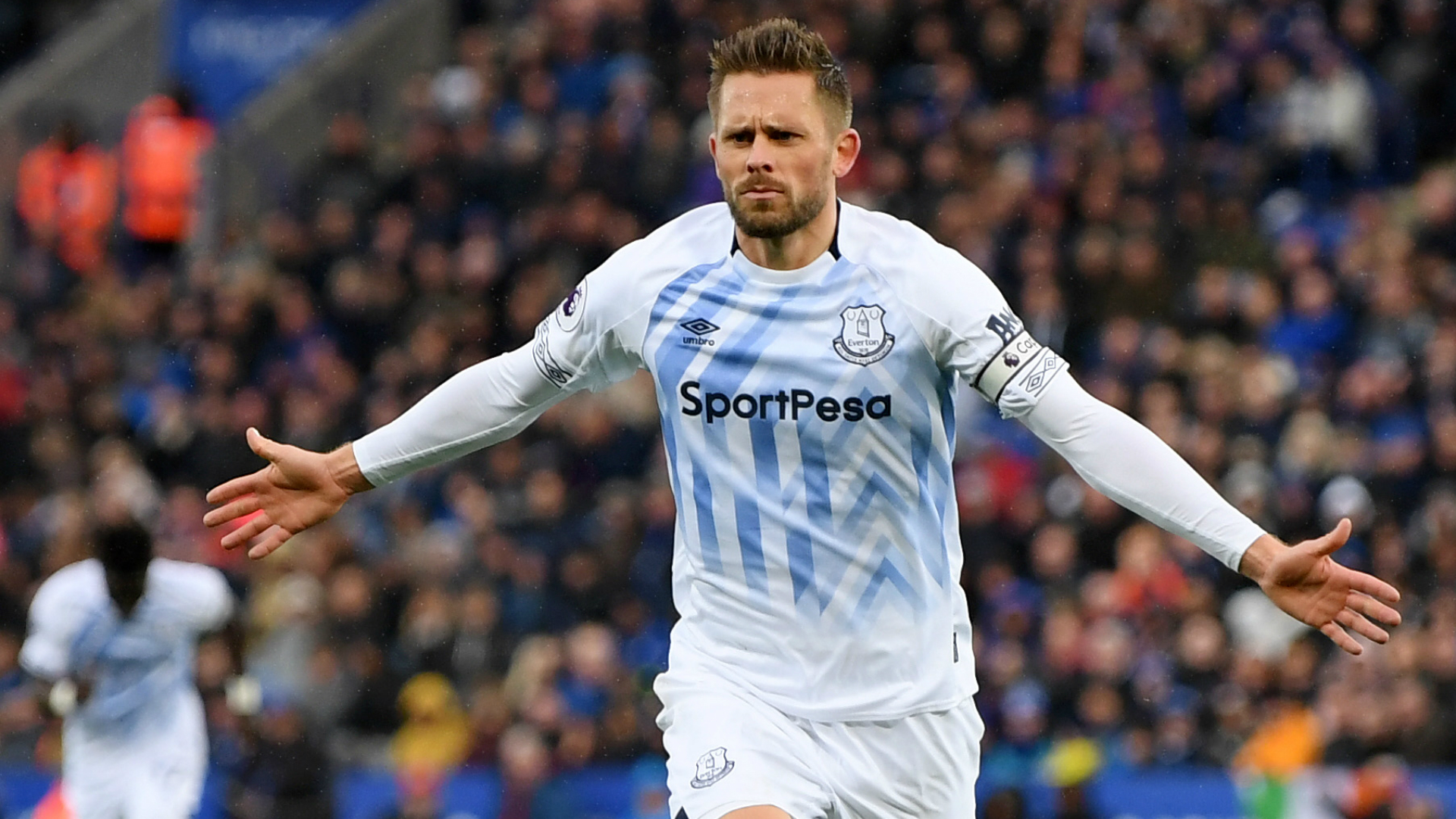 Everton win at Leicester thanks to Sigurdsson stunner