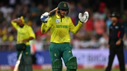 Quinton de Kock recorded back-to-back half centuries as South Africa eased past Sri Lanka