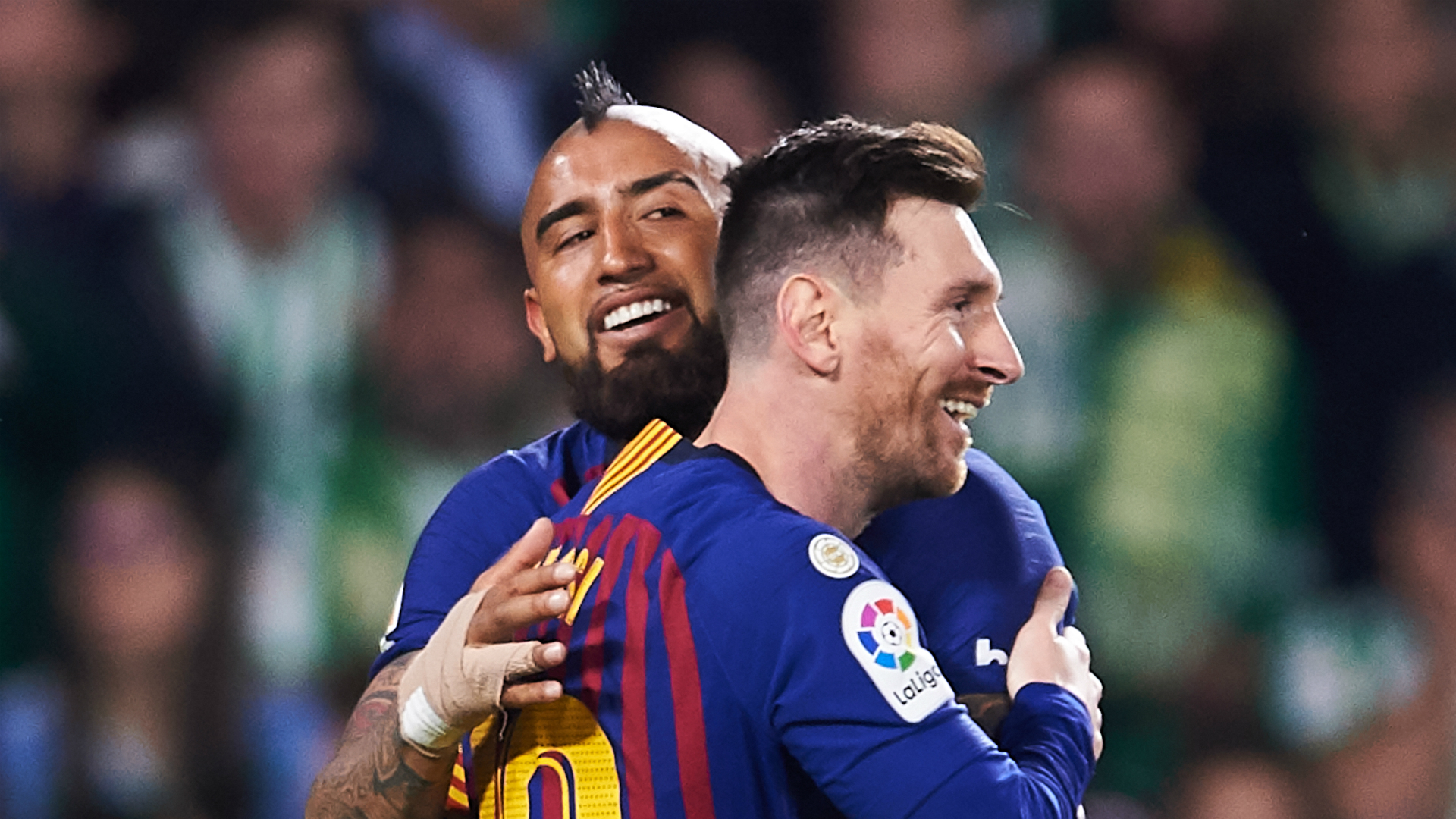 Lionel Messi scores ideal free-kick to give Barcelona lead at Betis