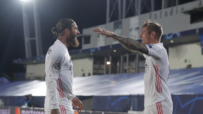 Sergio Ramos (l) and Toni Kroos celebrate
