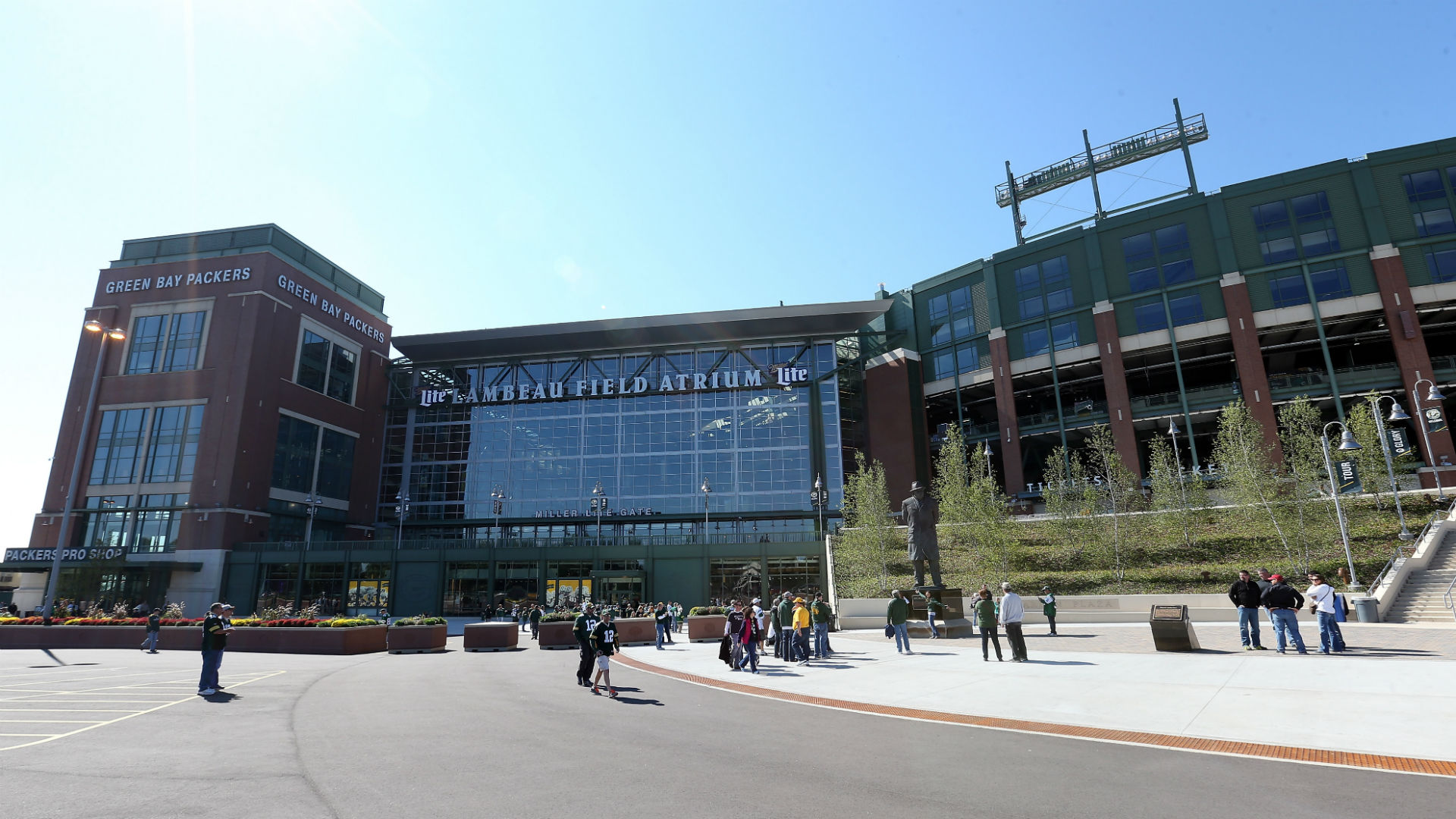 Police: One person in custody after multiple vehicles hit at Lambeau Field