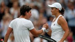 Carla Suarez Navarro shakes hands with Ash Barty