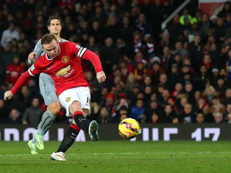 Rooney não vê problema em atuar mais recuado
