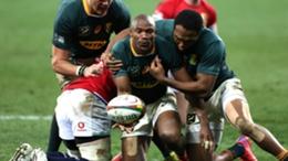 Makazole Mapimpi scores against the Lions