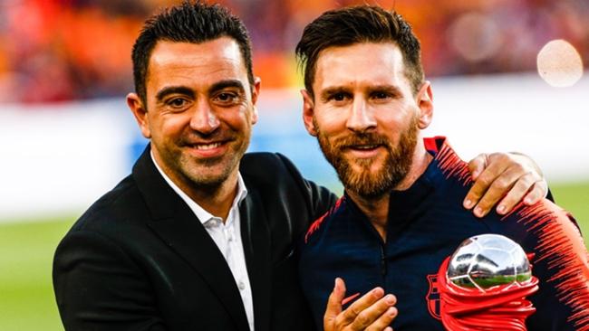 Xavi (L) and Lionel Messi (R)