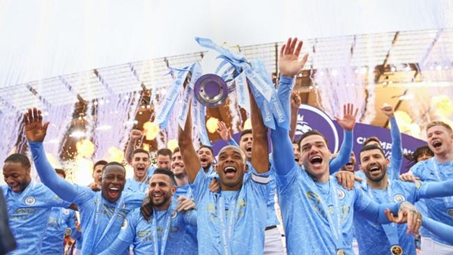 Manchester City lift the Premier League title