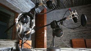 generic-radio-microphone-02142019-usnews-gettty-ftr