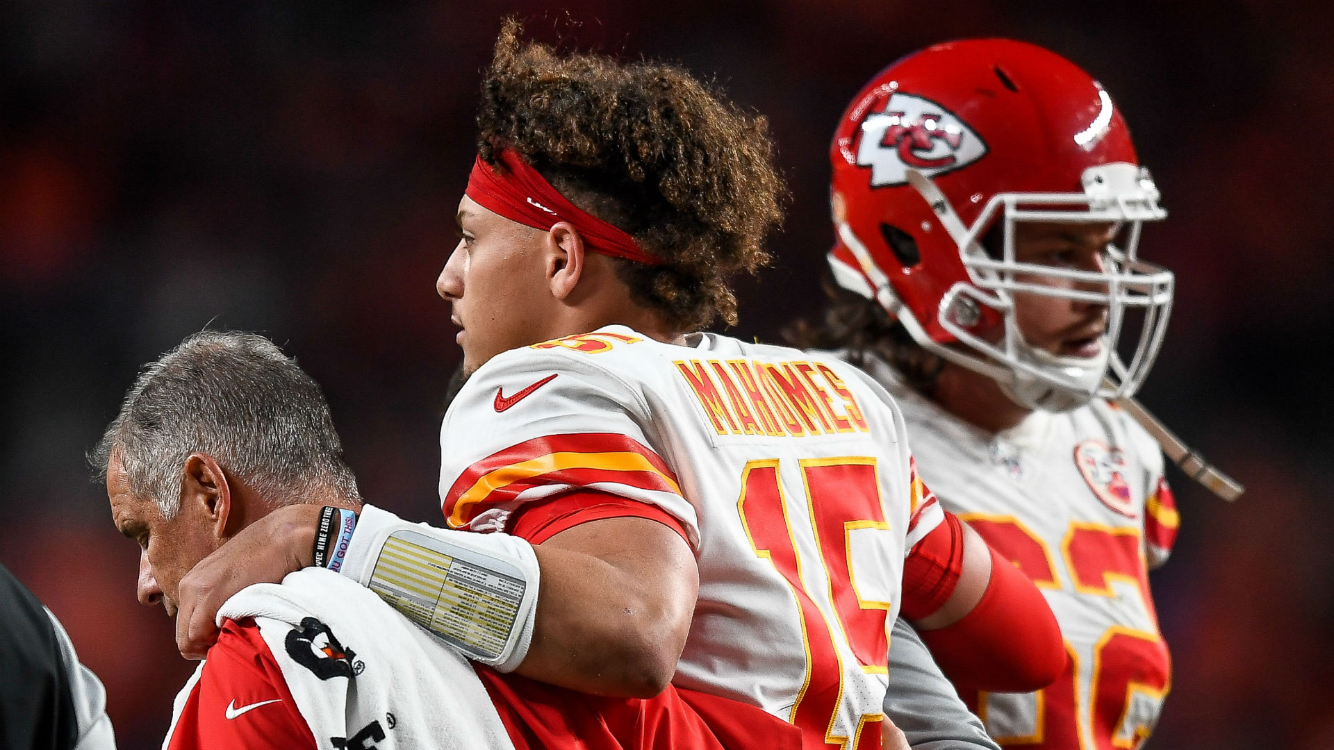 Patrick Mahomes injury update: Chiefs QB (knee) out 3-5 weeks, avoids 'major injury,' report says