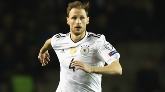 Arsenal transfer news: Benedikt Howedes held talks over move to Emirates Stadium before joining Juventus | Goal.com