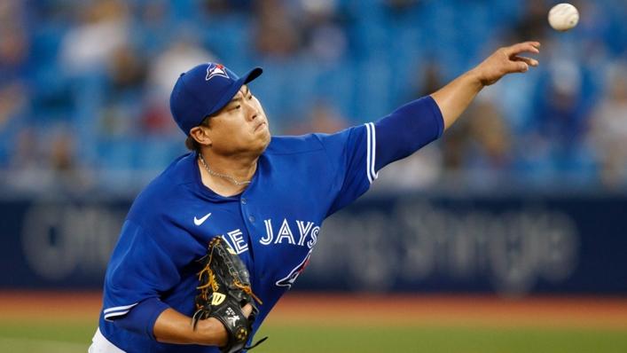Hyun Jin Ryu pitches for Toronto